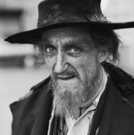 English actor Ron Moody at Shepperton Studios, in costume for his role as Fagin in 'Oliver', directed by Carol Reed, 1968. (Photo by Graham Stark/Hulton Archive/Getty Images)