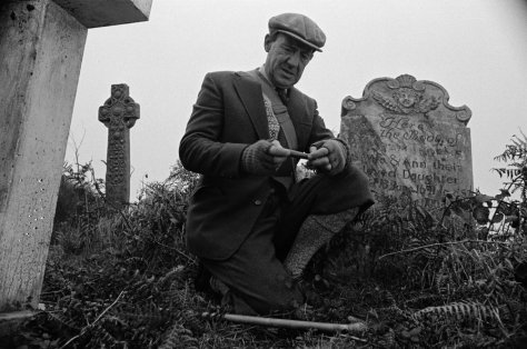 whistle-and-ill-come-to-you-1968-003-michael-horden-in-graveyard